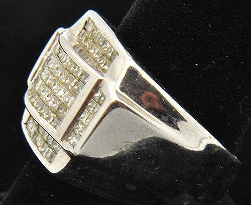 MEN S 14KT WHITE GOLD DIAMOND RING