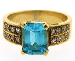 Flashy 18kt Gold & Blue Topaz Cocktail Ring