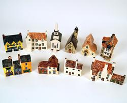 10 Collectible English Porcelain Heritage Houses