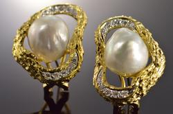 18K Gold 0.40 Ctw Diamond Baroque Pearl Earrings