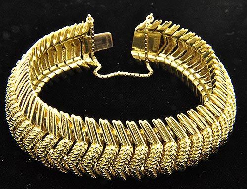 Very Unique 3D Design 18KT Gold Bracelet