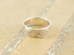 Triangular Spiral Geometric Patterned Band Ring Silver