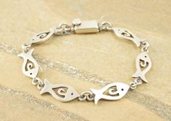 Style Cut Out Fish Link Box Closure Bracelet Silver