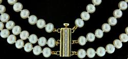 TRIPLE STAND PEARL CHOKER NECKLACE
