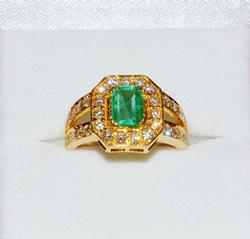 Colombian Emerald & Diamond 18kt Gold Ring