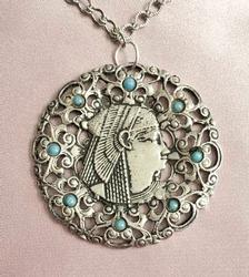 Egyptian Revival 'Queen Nefertari' Detailed Repousse' Pendant Necklace