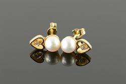 14K Yellow Gold 5.5mm White Pearl Diamond Accented Heart Stud Earrings