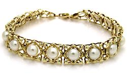 Pearl Square Link Bracelet in Yellow Gold
