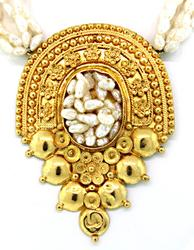 Extremely Intricate 21kt Gold Pearl Necklace
