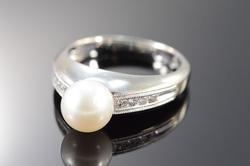 14K White Gold White Pearl Diamond Ring