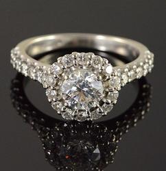 Very Fine Quality  Round Diamond Engagement Ring