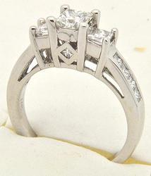 LADIES 14 KT WHITE GOLD DIAMOND RING.