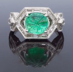 Gorgeous 1+ctw Diamond & Carve Emerald Ring, 18kt