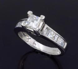 Elegant 1ctw Diamond Engagement Ring in 14kt Gold