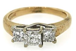 BEAUTIFUL PRINCESS CUT DIAMOND RING