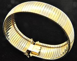 Beautiful Two-Tone 18kt Gold Bracelet, 38.7 grams.