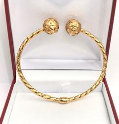 18KT Yellow Gold Bangle-Mint Condition!