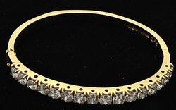 Lovely 14kt Gold Bangle Bracelet