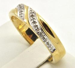 Gents 14kt Gold Diamond Accented Ring
