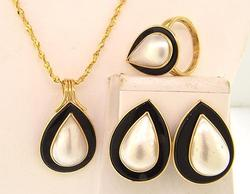 Well Crafted Mabe Pearl & Onyx Jewelry Set
