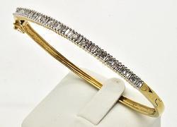 LADIES 14KT YELLOW GOLD DIAMOND BANGLE.