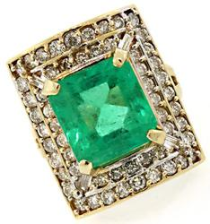 Absolutely Stunning Emerald & Diamond Ring
