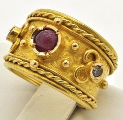 Unique 18kt Gold Ring With Gemstones