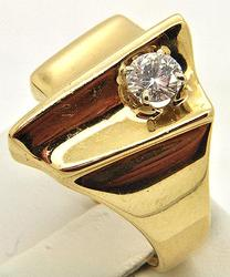 Unique Design 14kt Gold Heavy Ring With Diamonds