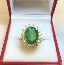 18kt Gold Vintage Emerald & Diamond Ring