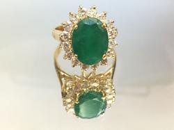 18kt Gold Vintage Emerald & Diamond Ring