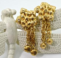 Eye-Catching 21K Floral Earrings