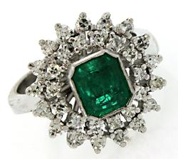 Emerald & VS Diamond Halo Ring in 18K