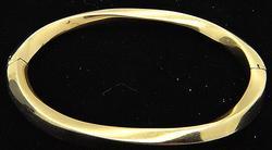 18kt Gold Twisted Design Bangle Bracelet