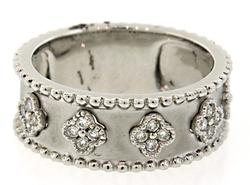 Diamond Clover Ring in Brushed 18K