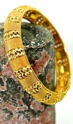 Eye-Catching 21K Bangle Bracelet