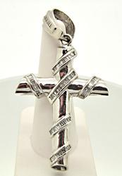 14 KT WHITE GOLD DIAMOND CROSS PENDANT.