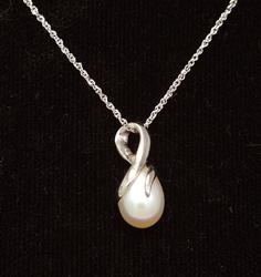 Elegant Pearl Pendant in White Gold on 16in Chain