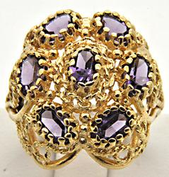 LADIES 14 KT YELLOW GOLD ANTIQUE STYLE AMETHYST RING.