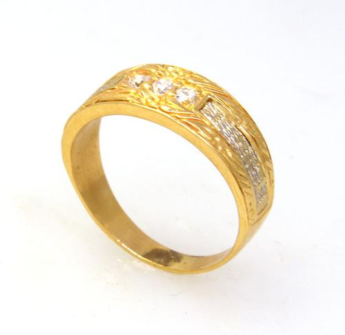 Detailed Diamond Band in Gold, Size 8.5