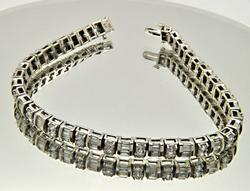 LADIES 14 KT WHITE GOLD DIAMOND BRACELET.