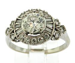 Chic Vintage Diamond Ring in 18K