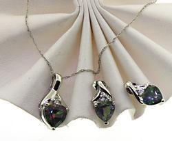 Dazzling Mystic Topaz Heart & Diamonds Set
