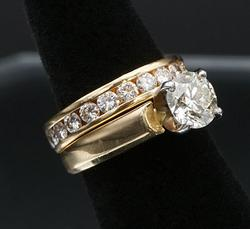 14kt Gold Round Brilliant Cut Diamond Wedding Set