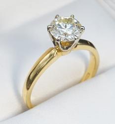 1+CTW Round Brilliant Cut Diamond Solitaire Ring, 18kt