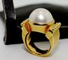 Contemporary 18K Mobe Pearl Ring