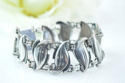 Curvy Leaf Link Bracelet Silver