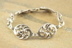 High Relief Oval Antique Style Scroll Link Bracelet Silver