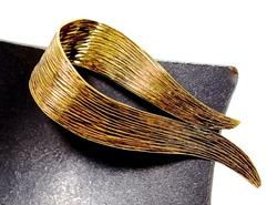 Contemporary 18K Textured Swirl Brooch