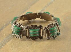 Green Cabochon Stone Scalloped Scroll Detail Link Bracelet Silver