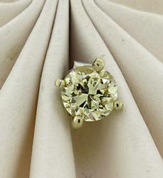Dazzling 14kt Single Diamond Stud